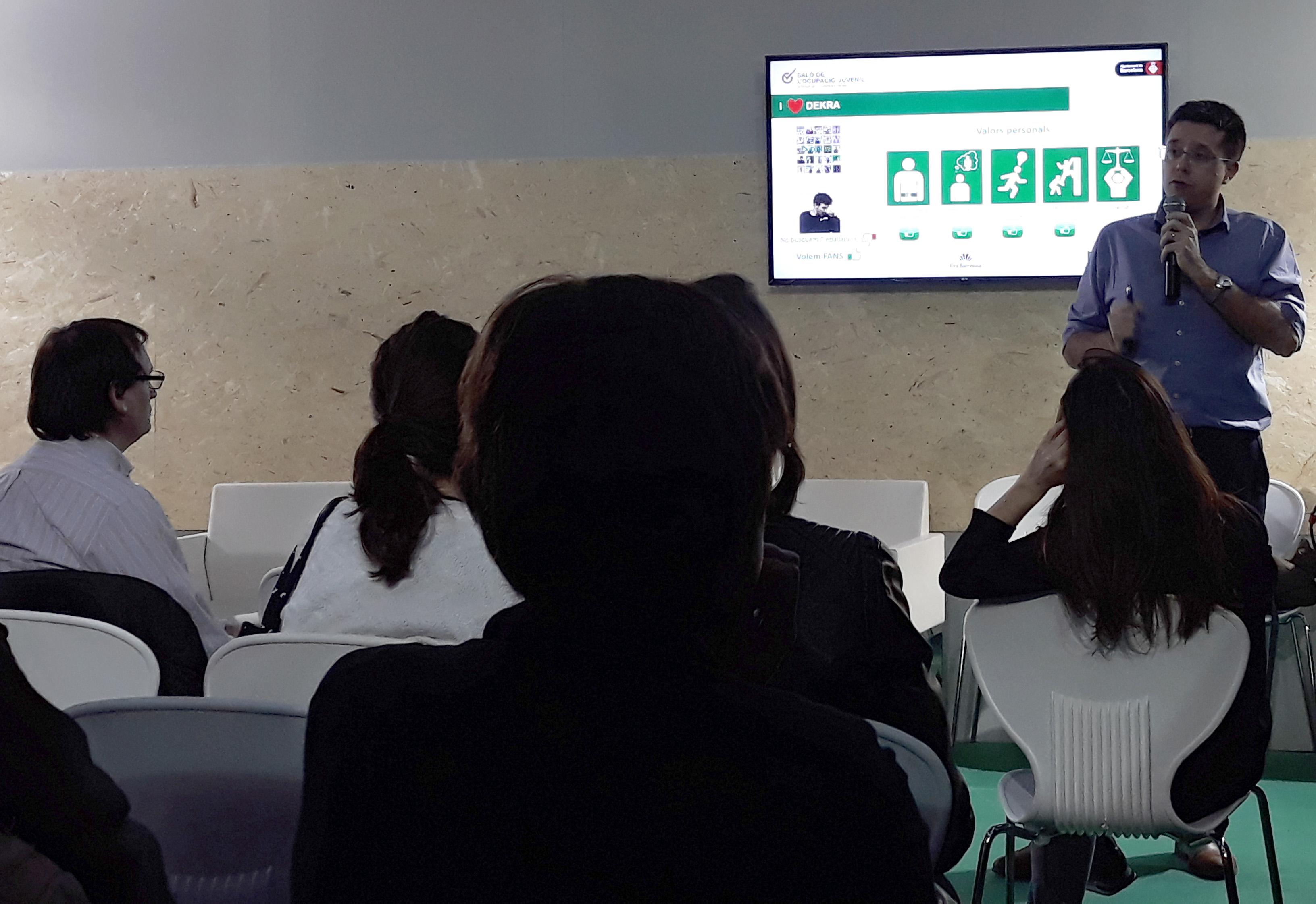 """JOSEP DALFÓ Y ÀNGELS MIRÓ, DIRECTORES DE DEKRA, PARTICIPARON EN EL TRACK SECTORIAL DE LAS SMART CITY DEL """"PRIMER SALÓ DE L'OCUPACIÓ JUVENIL"""" ORGANIZADO POR BCN ACTIVA"""